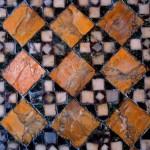Particolare della decorazione musiva dell'atrio ideata dal barone Giorgio Franchetti  © Blu Oscar